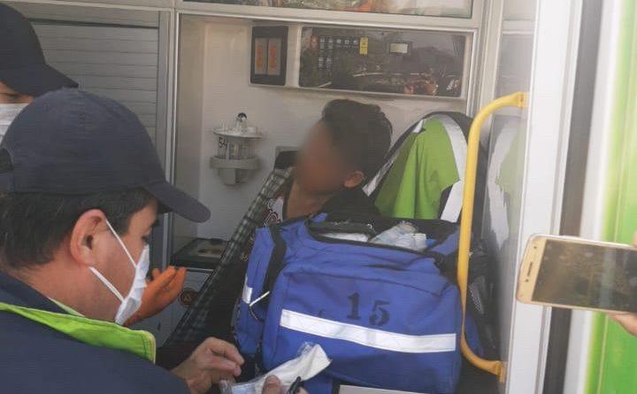 POLICÍA DE TOLUCA ATRAPA A MOZALBETE DE 13 AÑOS ATRACANDO CAMIÓN DE PASAJEROS