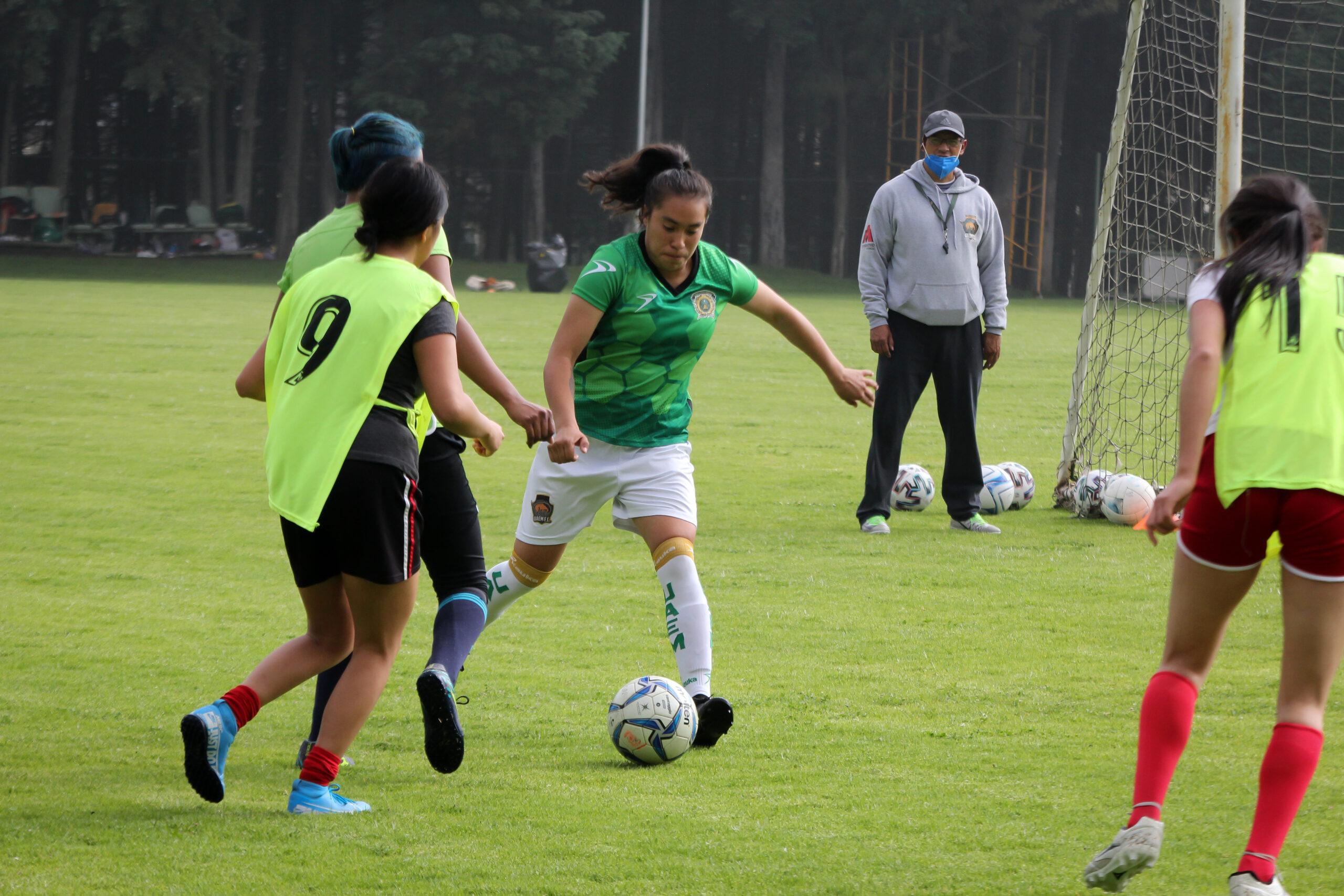 Edna Perea Araujo, goleadora de la UAEM invitada a jugar en Armenia